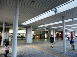そこは近鉄奈良学園駅の前_2