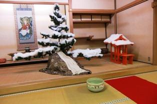 西大寺には一年中クリスマスツリーが飾ってある!?_3
