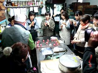 とらやにて 和菓子をつくる 冬の午後_6