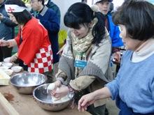 ひとまちレポート お餅つきで日本の伝統文化を体感_11