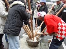 ひとまちレポート お餅つきで日本の伝統文化を体感_8